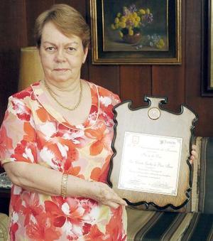 La señora Cristha Luethje de Pérez recibió la Paca de Oro 2005.
