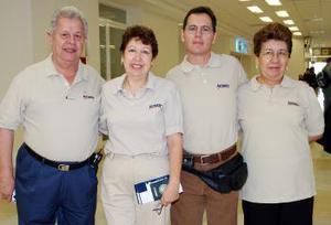 <b>02 de octubre 2005</b><p> Félix y Cony López Amor, Enrique Favela y Conchita Ante viajaron a Ixtapa.