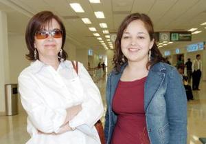Ana Isabel Garza viajó a San Diego, California, la despidió Leticia Ruiz.