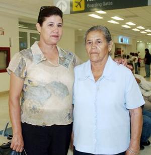 Concepción Pérez viajó a Tijuana, la despidió Margarita Arellano.