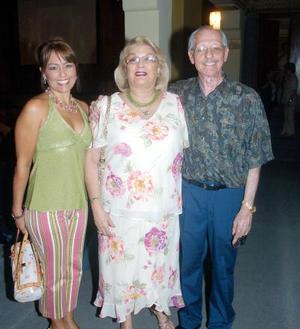 Kuky Gutiérrez, María Elena de Gutíerrez y Roberto Gutierréz.