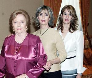<b>03 de octubre de 2005</b><p> Olga Jalife, Rosario Jalife de Hernández y Karem Hernández de Soto, forman parte de tres generaciones.