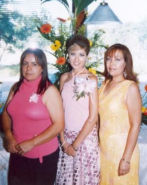 Elena Jáuregui Rimada disfrutó de una despedida, que le organizaron Elvira Carrillo de Ruelas y Blanca E. Rimada de Jáuregui