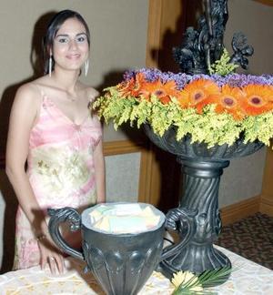 <B>03 de octubre de 2005</b><p> Corina Godoy Ramos, captada en días pasados en su fiesta de despedida de soltera.