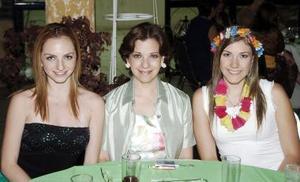 Cristy Motola, Cristina P. de Motola y Carla Hernández.