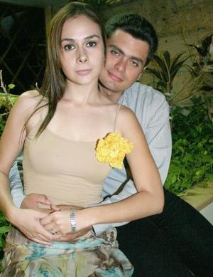 Lorena Ávila del Moral y Ricardo Aguiñaga contraerán nupcias en breve, y por ello un grupo de amigos les ofreció una despedida de solteros.