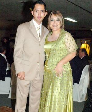 <b>03 de octubre 2005</b><p> Ricardo Castillo y Karla Díaz Flores.