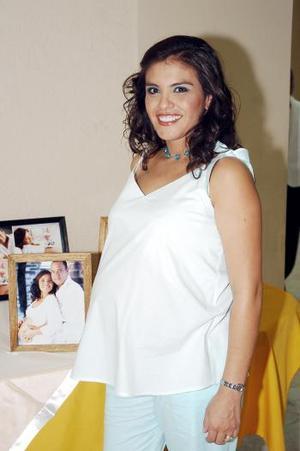 Karina de Cortez espera el nacimiento de su primer bebé para los ultimos días de octubre, y por ello disfrutó de un bonito festejo.