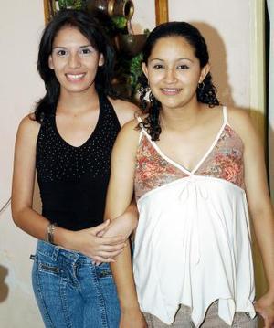 Nayeli Mireles espera el nacimiento de su primera bebé, y por ello Claudia Martínez le ofreció una fiesta de canastilla.