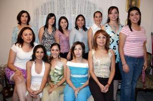 Por su futuro matrimonio, Lucila Navarrete López disfrutó de una amena fiesta que le ofrecieron sus familiares.