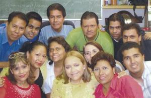<B>03 de octubre 2005</b><p> Carmen María Méndez Lastra festejó su jubilación laboral con una amena fiesta, acompañada por sus amigos.