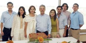 <B>04 de octubre 2005</b><p> Ricardo García Cervantes en compañía de su esposa Margarita Muñoz de García, Ricardo, Cecilia, Luis Fernando y José Alejandro García Muñoz, Alejandro Amezcua y Judit Anton.