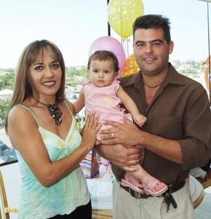 <b>04 de octubre 2005</b><p> Con motivo de su primer cumpleaños, Mary José Ramírez Martínez disfrutó de una divertida fiesta, acompañada de sus papás.