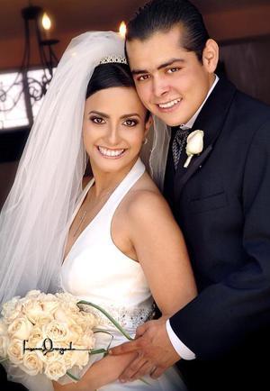 Ing. José Alejandro de León y C.P. Alejandra Canales de Santiago, contrajeron matrimonio el pasado tres de septiembre en la parroquia Los Ángeles.
