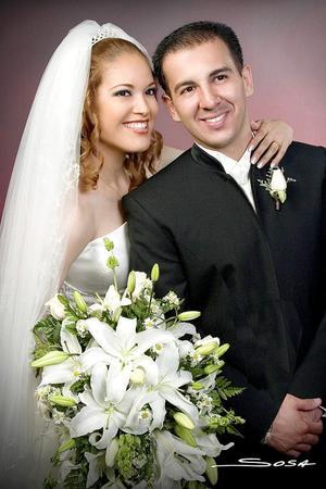Lic. Irving Flores Ochoa y Srita. Angelina Gutiérrez Esparza  contrajeron matrimonio religioso en la parroquia de Nuestra Señora de Guadalupe, el sábado tres de septiembre de 2005.