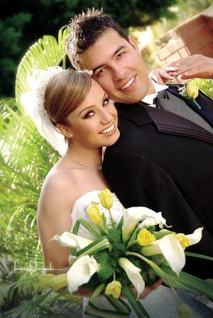 Sr. Alejandro Balarezo Suárez y Srita. Adriana Rodríguez Cabrales contrajeron matrimonio religioso en la parroquia Los Ángeles, el pasado diez de septiembre.