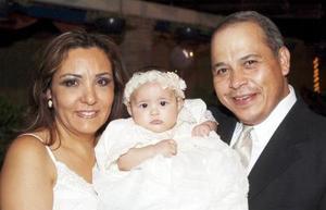 <b>06 de octubre de 2005</b><p> Zambra con sus abuelitos maternos, Jorge Darwich y Olga Goitia de Darwich.