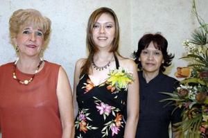 <B>06 de octubre de 2005</b><p> Verónica Arreola Villafuerte contraerá nupcias en próximos, días, por lo que le fue organizada una fiesta de despedida por su mamá, María Guadalupe Villafuerte y su suegra Carmen Blackaller.