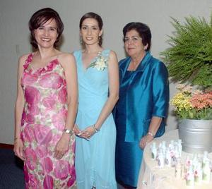 Diana junto a su mamá, Marcela Montes de Carrete y su suegra, Yolanda Martínez de De la Parra.