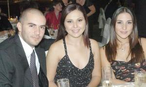 <b>05 de octubre de 2005</b><p> Alberto Piña, Fernanda Álvarez y Marcela Muñoz.