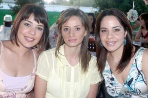 Mónica de Enríquez, Gloria de Ríos y Cuy de Arratia.