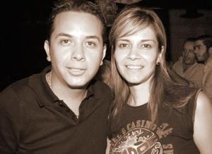 <b>05 de octubre 2005</b><p> César Estrada y Gisela Villarreal.