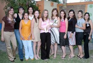 María Luisa de la Cruz con sus amigas, Violeta León, Jazmín León, Michelle Guerra, Samantha López, Yolanda, Ana Karla Baranda, Alejandra Pérez, Esperanza Soto, Adriana y Triana.