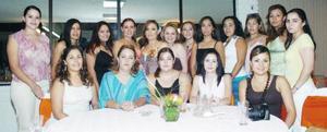 Jenny Robles en su despedida de soltera, organizada por Yolanda Aznar de Robles.