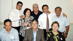 <B>07 de octubre 2005</b><p> Pbro. Raúl Chávez Carrizosa en el festejo de sus bodas de plata Sacerdotales, lo acompañaron sus amigos Lizando, Luis, Óscar, Alejandro y los señores José Luis Loera e Inocencia Longoria y Margarita Pérez.