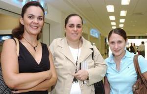 Mercedes Gutiérrez viajó al DF, la despidieron Luly Berlanga y Lorella de Franco..