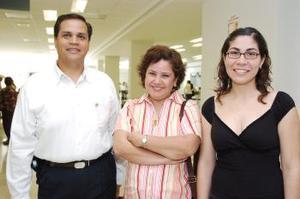 León Hernández viajó a México, lo despidieron sus familiares.