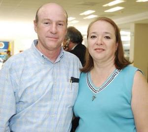 <b>07 de octubre 2005</b><p>  Salvador y Nancy Jalife viajaron con destino al puerto de Acapulco.