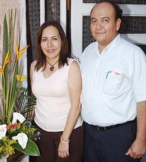 Elisa López de Alfaro y Fernando alfaro celebraron sus respectivos cumpleaños con una amena reunión hace unos días.