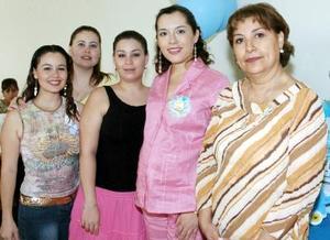 Gabriela María Hernández de Orozco disfrutó de una fiesta de canastilla en honor del bebé que espera, acompañada por Violeta Orozco, Liliana Orozco, Michelle Orozco y María  Elena Luna Hernández.
