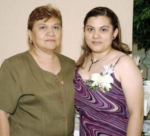 <B>08 de octubre de 2005</b><p>  Cecilia Moreno Alonzo contraerá matrimonio en breve y por ello su mamá Silvia Alonzo de Moreno, le organizó una despedida.