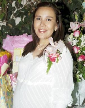 <B>07 de octubre 2005</b><p> Susy Anaya de García, en la fiesta de canastilla que le organizó su mamá, Susana Araujo de Anaya, en honor de la bebé que espera.