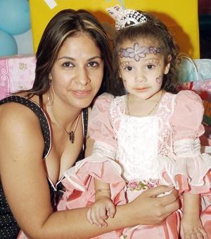 Natalia Graham de la Cruz cumplió tres años de vida y su mamá, Susana de la Cruz Rodríguez, le organizó un convivio.