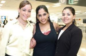 Verónica Martínez, Annel Velasco y Paola Dorantes, en espera de Juan Ángel Garza.