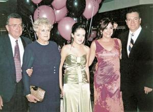 Cointa Sotoluján Sada junto a sus papás, Leopoldo y Olivia Sotoluján y sus tío