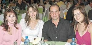 Iliana de Torres, Verónica de Meléndez, Claudio Meléndez y Rocío de Alba