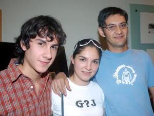 Armando Aragón, Grethel Romo y Elías Agüero.