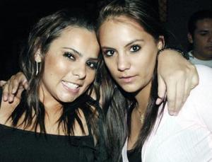 Cassandra Silva y Paulina Aldaba.