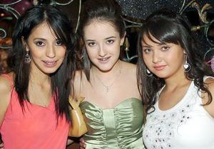 Cointa, con sus amigas Ania Carbajal y  Ale Pérez.