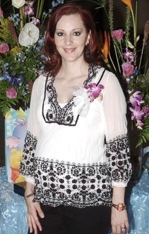 Cristina Ruiz Díaz de Valdez espera el nacimiento de su priere bebé y por ello recibió lindos obsequios en la reunión de canastilla que le organizaron.