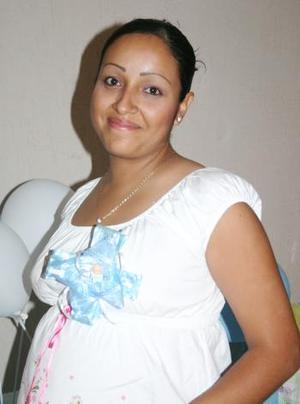 Por el próximo nacimiento de su bebé, Laura Minerva de la Riva fue festejada con un convivio en el que recibió regalos y felicitaciones.