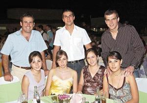 Dora Flores, Celina Cepeda, María Amarante, Sofía Grageda, Luis Miguel Pérez, Roberto Murra y Adrián Murra
