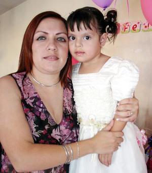 Fernanda Ordaz Morales cumplió tres años de vida y  lo celebró con una fiesta de cumpleaños junto a su mamá, Rocío Ordaz
