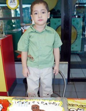 <b>09 de octubre 2005</b><p> Johan Gerardo Dávila reyna celebró su cuarto cumpleaños, con una fiesta infantil hace unos días