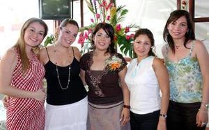<B>10 de octubre de 2005</b><p> Diana Elizabeth García Enríquez, en compañia de algunas de las invitadas a la despedida de soltera que le ofrecieron por su próxima boda con Ricardo Salazar Hermosillo