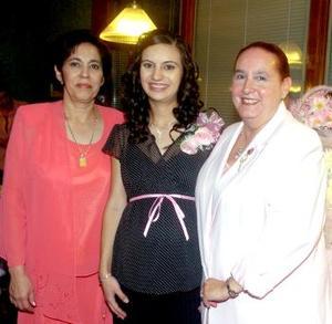 Lucía Mourey de Gorostiaga y Lucía Gutiérrez de Santiago le ofrecieron un tierno festejo de canastilla a Soraya Jaidar de Gorostiaga, quien espera el nacimiento de su primera bebé.